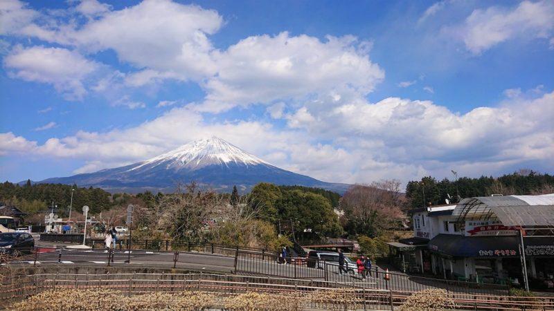 駐車場から望む富士山
