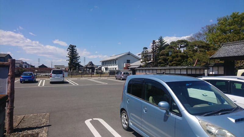 渋沢栄一の生家の駐車場は15台前後