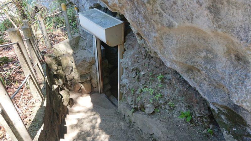 橋立鍾乳洞の入り口