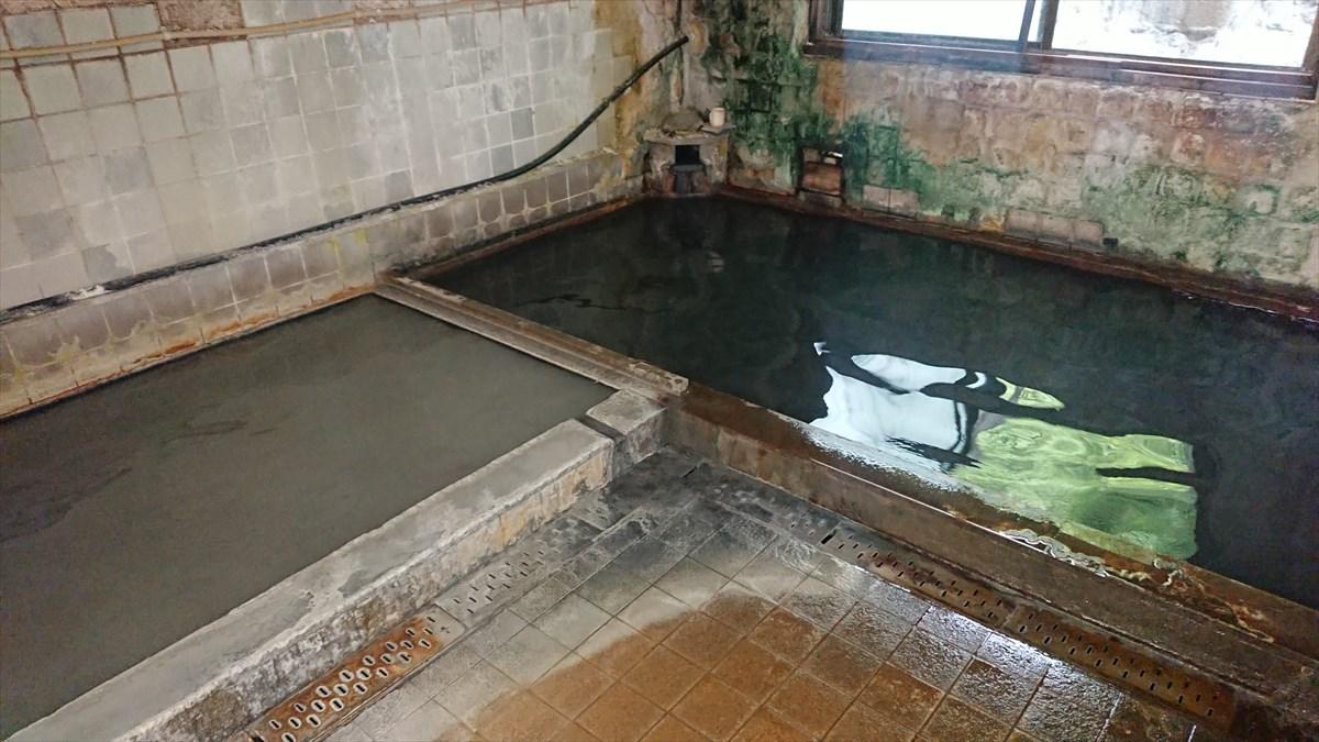 黒い温泉!栃木の大出館【墨の湯】