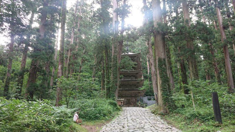 国宝の羽黒山五重塔