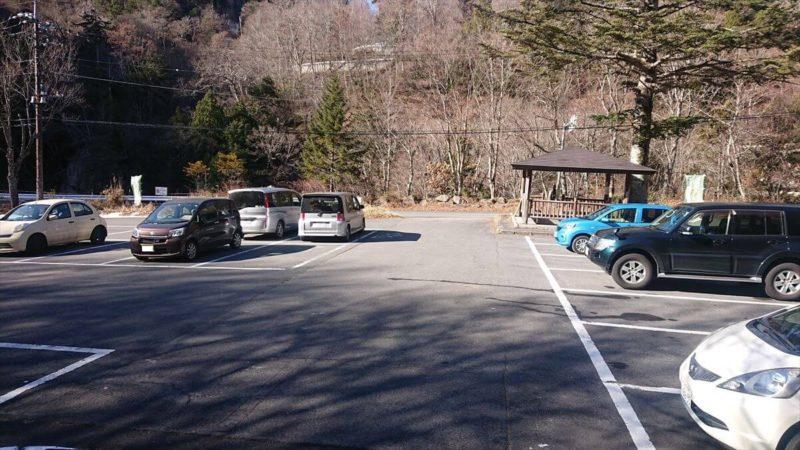 加仁湯に日帰りで行くなら女夫渕駐車場から歩いて1時間!
