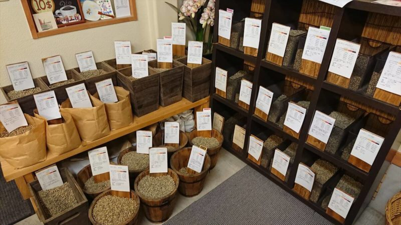 常時40~50種類のコーヒー豆が揃っている