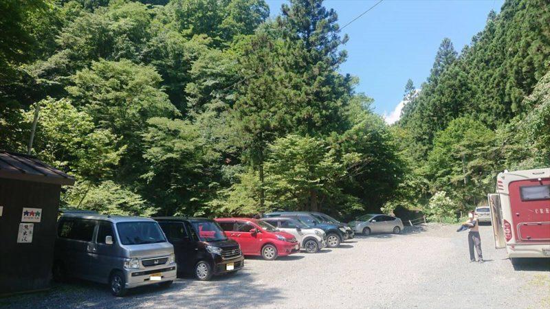 丸神の滝の駐車場