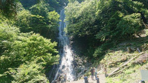 日本の滝100選にも選ばれた【丸神の滝】