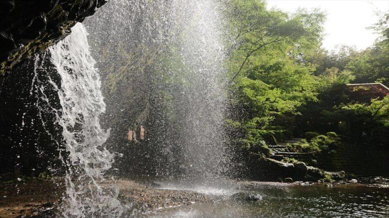 月待の滝は滝の裏に入れる「裏見の滝」