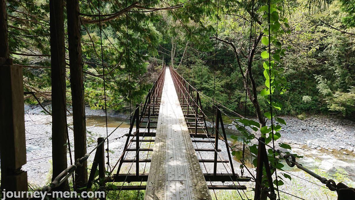 山梨県の早川町で見つけた名もなき吊り橋